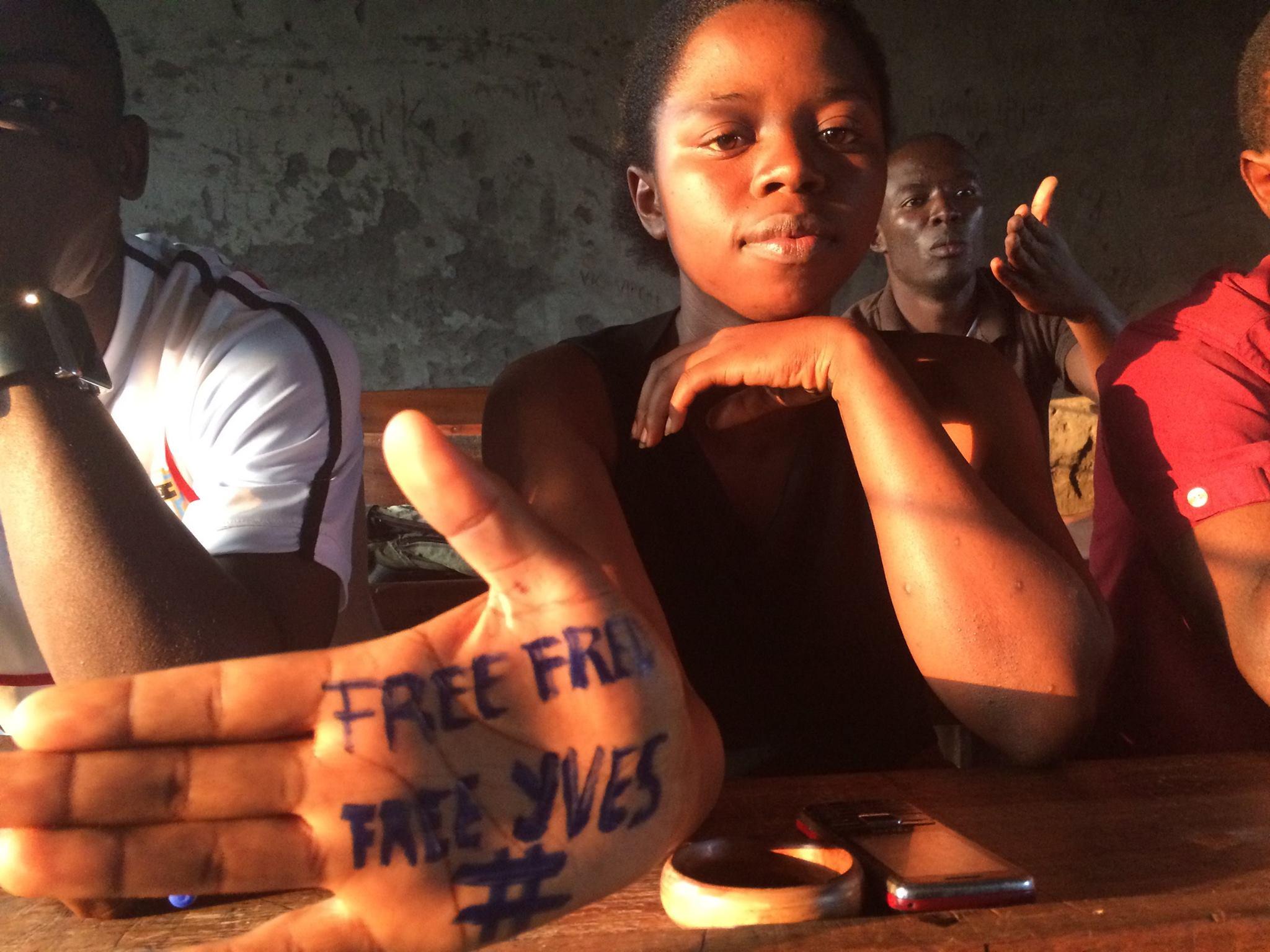 RDC: Une trentaine de personnalités du monde entier signent une lettre ouverte demandant la libération de deux jeunes militants détenus à Kinshasa depuis plus de trois mois